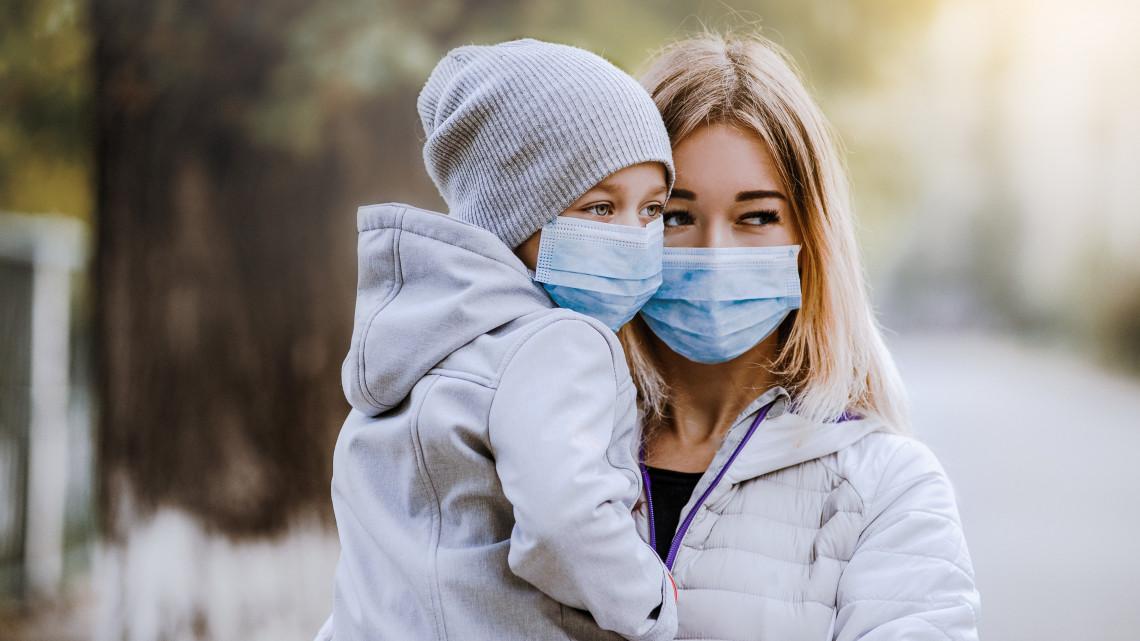 Ledöntötte a járvány az országot: 75 kórházban van látogatási tilalom