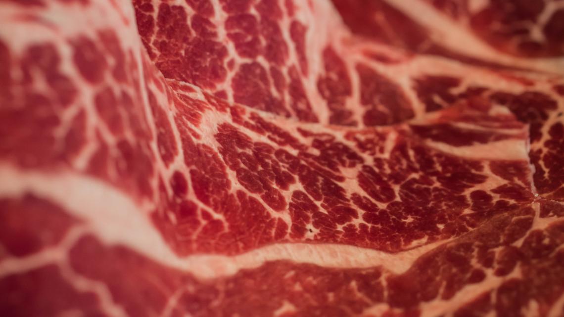 Botrány: fertőzött marhahúst szállítottak Magyarországra