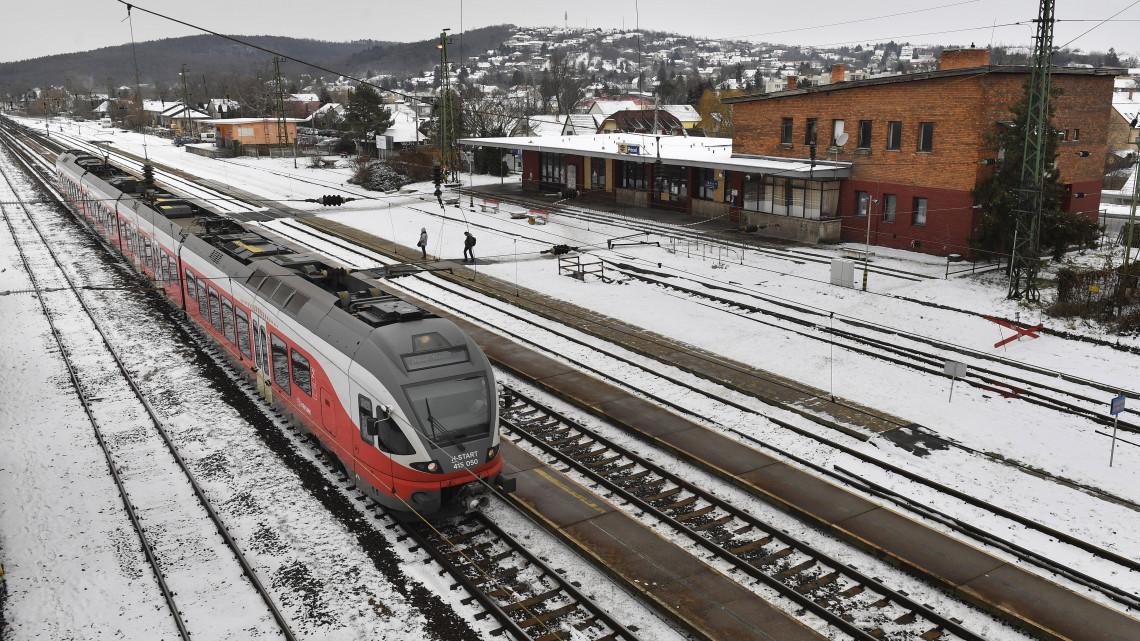 Megkezdődött a maratoni hosszúságú pótlóbuszozás a Budapest-Hatvan vasútvonalon