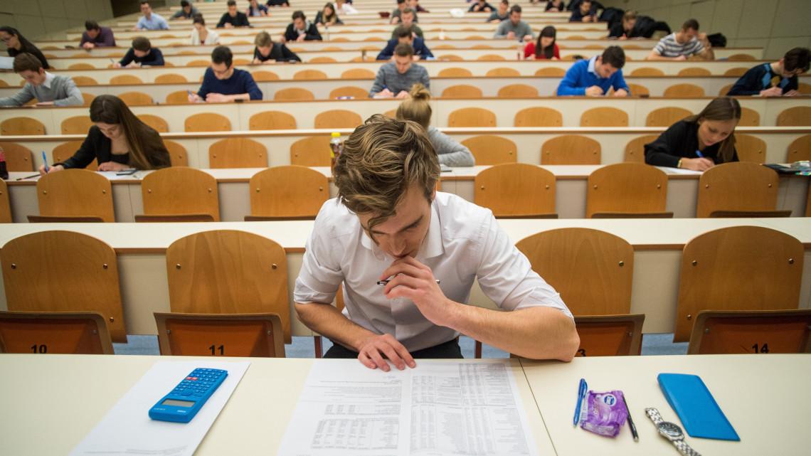 A Szegedi Tudományegyetem chaten segít a felvételizőknek