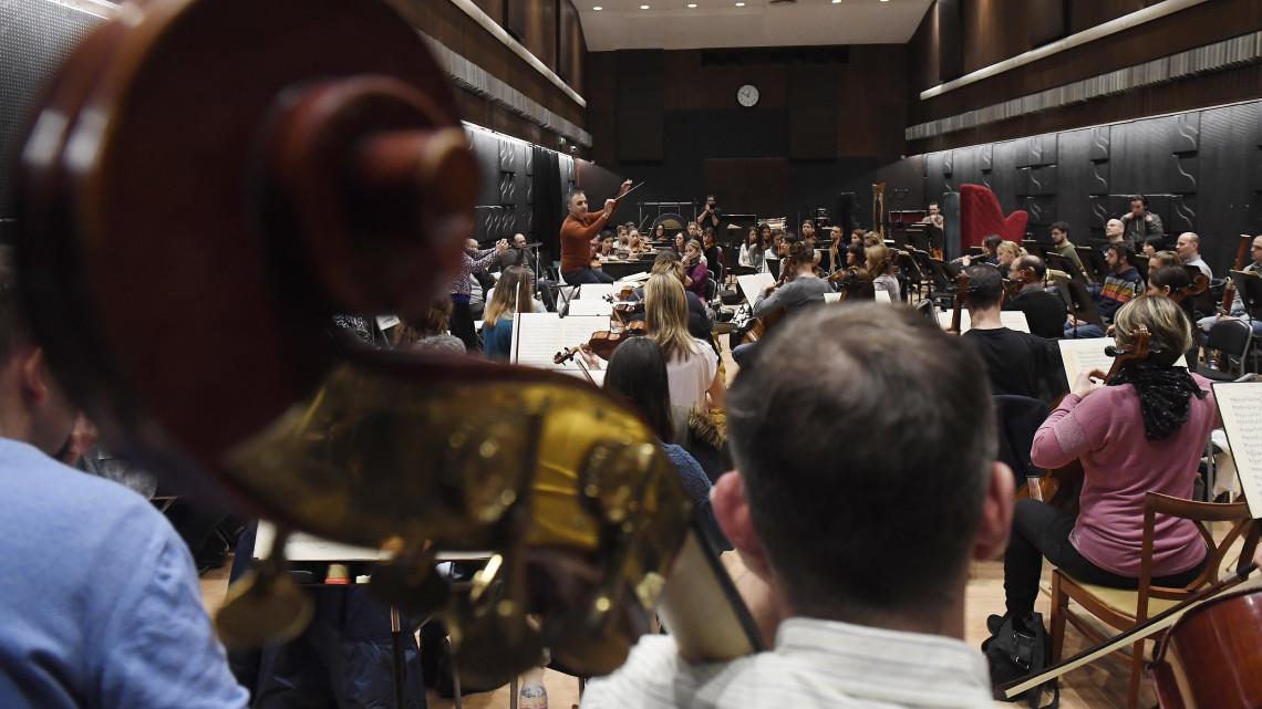 Idén több mint félszáz ifjúsági hangversenyt ad a Szolnoki Szimfonikus Zenekar