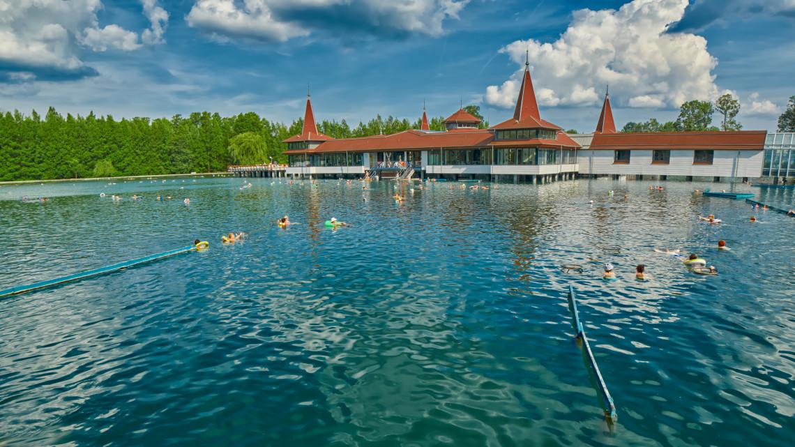 Ömlik a pénz Balatonra: ez a régió jár a legjobban idén