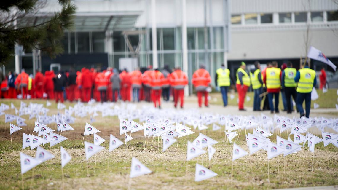 Ez az Audi-sztrájk hozadéka: sorra lépnek be a szakszervezetekbe a dolgozók