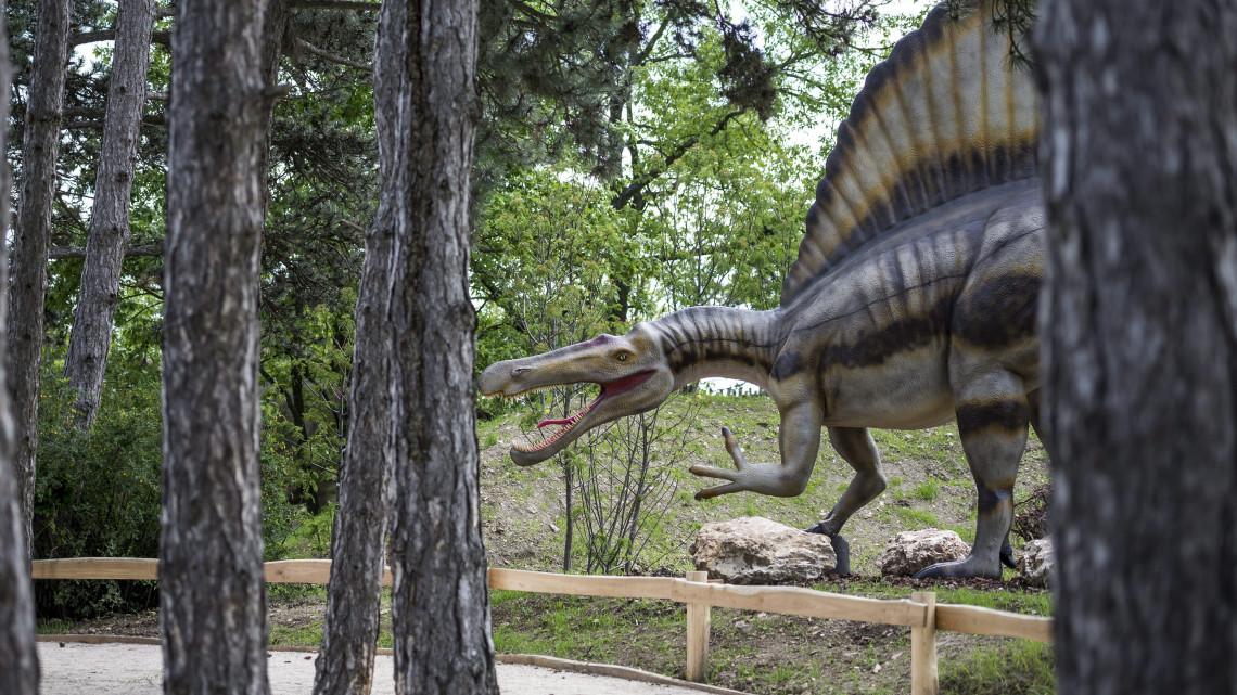 Parlagon hagyták a dinoszauruszokat: bezárt az őshüllős élménypark