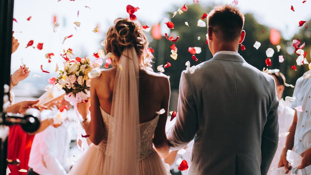 Ásó, kapa, nagyharang: egyre több magyar házasodik