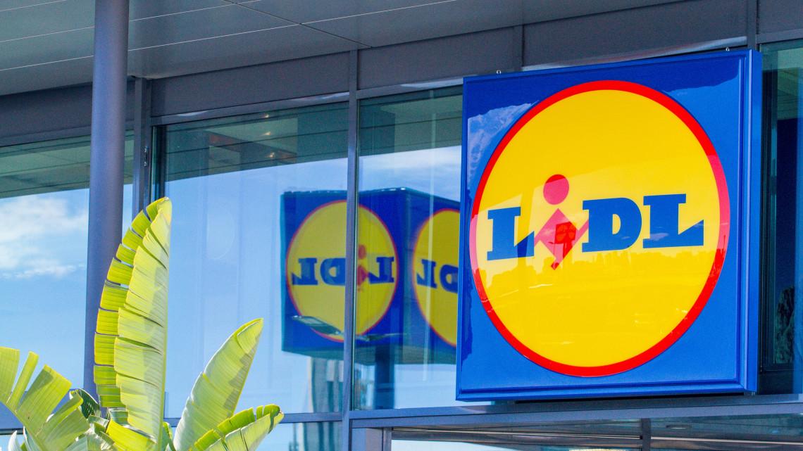 Rákontrázott a Lidl: ennyivel dobják meg a dolgozók fizetését