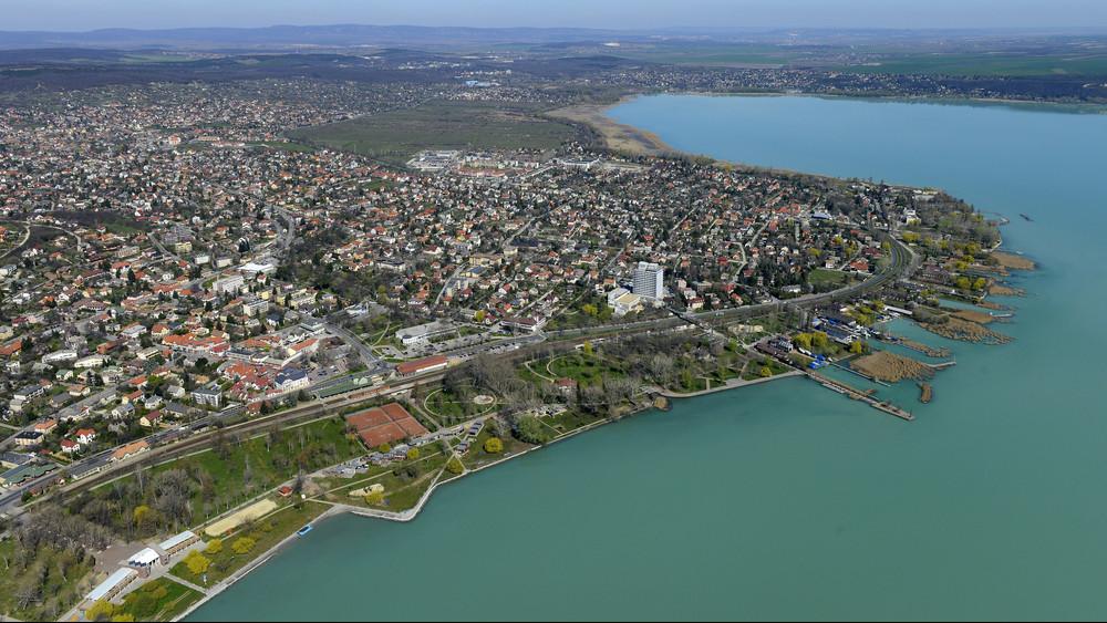 Váratlan támogatást kapott Balatonalmádi: indulhat a sportlétesítmények fejlesztése