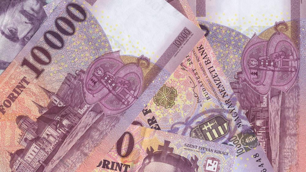 Szabaduljunk meg a régi tízezresektől: jövőre már csak az új bankjegyekkel tudunk fizetni