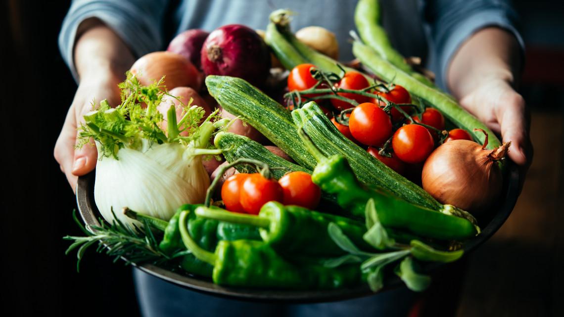 Itt van a háziasszonyok rémálma: komoly drágulásnak indultak a zöldségek
