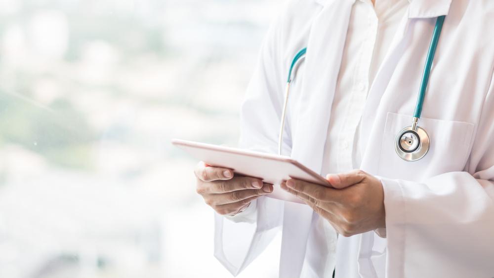 Így töltenék fel az üres praxisokat: jelentős támogatást kapnak az orvosok
