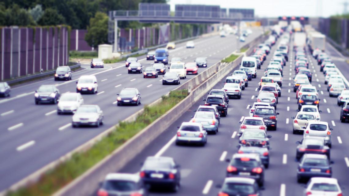 Mérgelődhetnek az autósok: lezárások kezdődnek az egyik legforgalmasabb autópályán