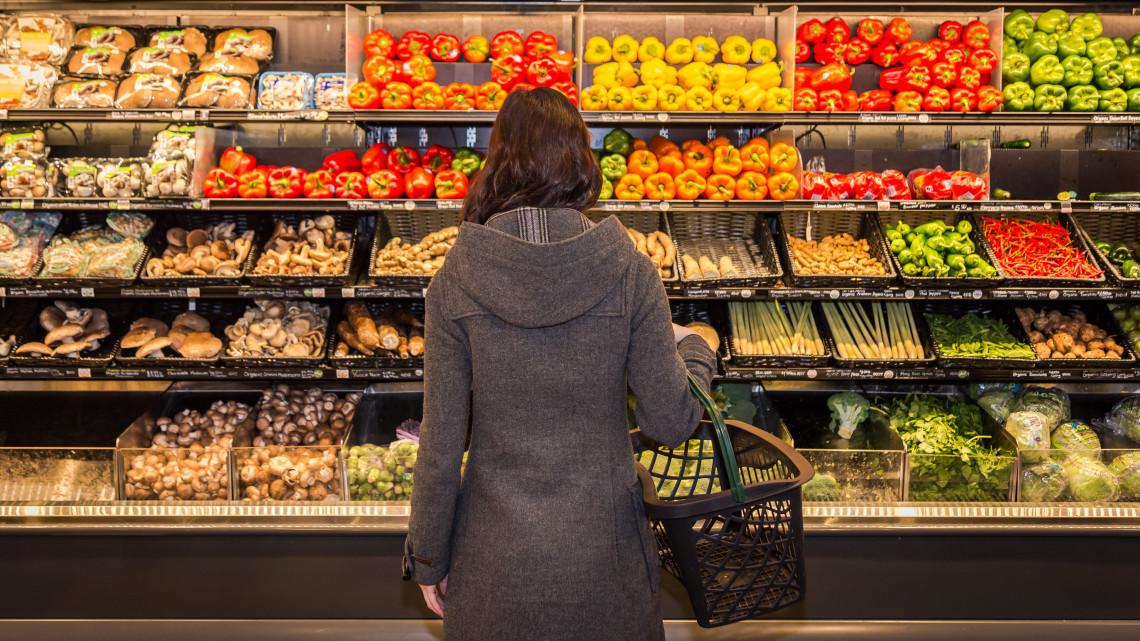 Átverés a magyar boltokban: roskadoznak a polcok a kamu élelmiszerektől