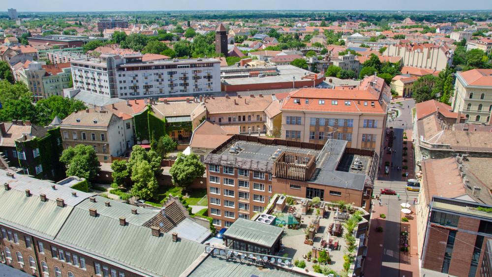 Munkáltatói fórummal segíti a 25 év alattiakat a csongrádi kormányhivatal
