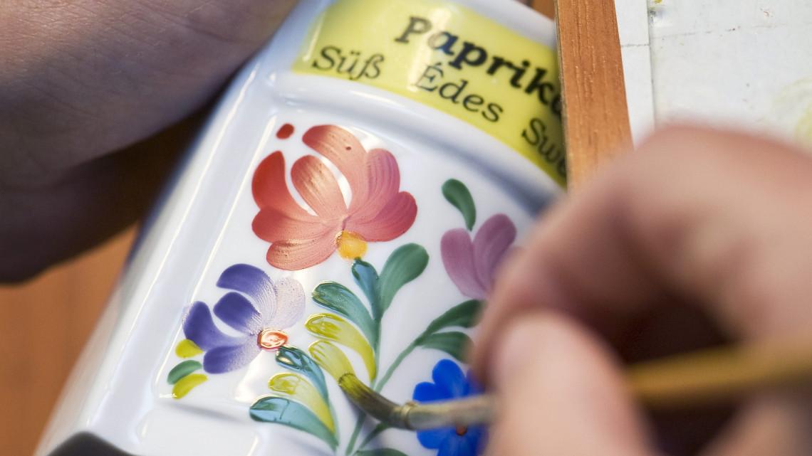 Megújul a kalocsai porcelán: ami szép, lehet hasznos is