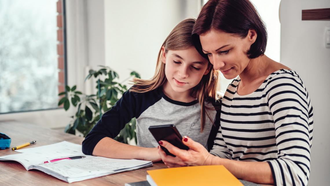 Idén már online is elintézhető lesz az általános iskolás gyermekek beiratkozása