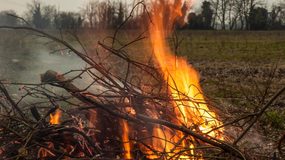 Bővül a tiltólista: ezekben a megyékben tilos mától a tűzgyújtás