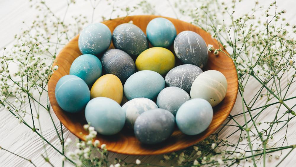 Így készíthetsz otthon fillérekből természetes húsvéti tojásfestéket!