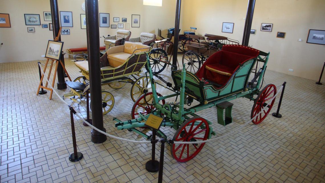 Újraalkották a régi idők postakocsiját: lovas kocsis túrák csábítanak Keszthelyre