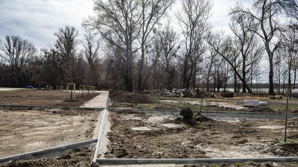 Nagyszabású fejlesztések Tatán: megújul az Építők parkja