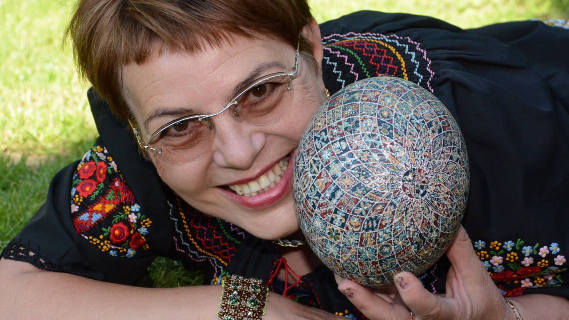 Alkotott a Tojásdíszítés Királynője: ilyen különleges húsvéti tojást még nem láttál