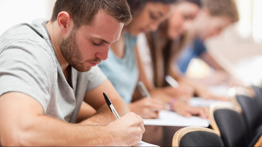 Le ne maradj: Bács-Kiskun megye hatalmas összeggel támogatja a fiatalok tanulmányait