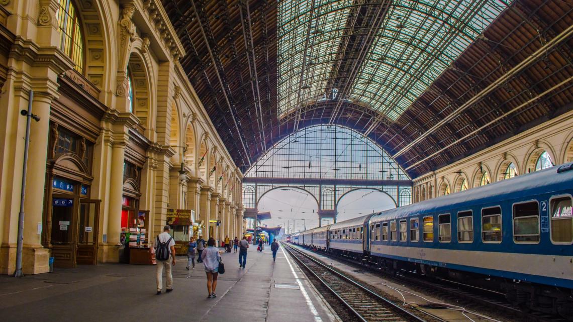 Ünnepi menetrend: változik a hosszú hétvégén a vonatközlekedés rendje