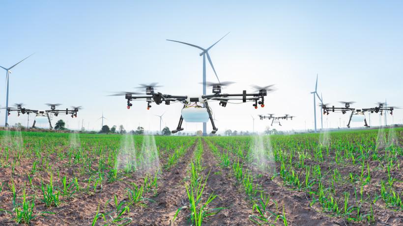 Veszélyes is lehet: tilos a permetező drón használata Magyarországon