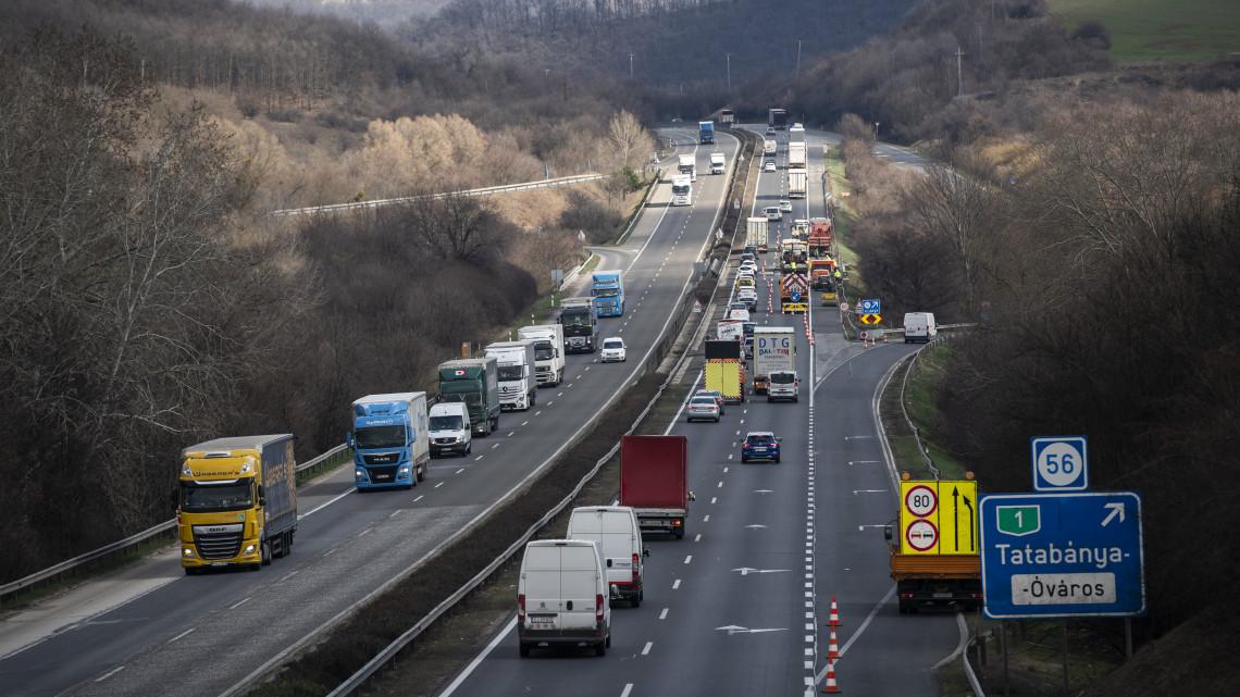 Ideiglenes forgalmi rend az M1-en: felújítás kezdődik az autópályán