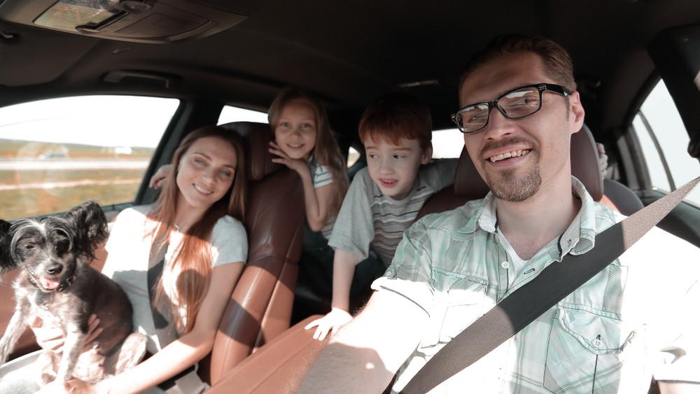 Dörzsölhetik a markukat a kereskedések: indul a roham a családi autókért