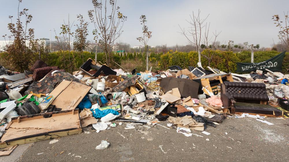 Illegális hulladékmonstrumot hordtak össze a magyar falu határában