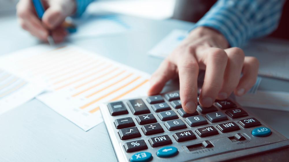 Így nem lesz gond a NAV-ellenőrzésnél: mutatjuk, hogyan kell fizetni a helyi adót