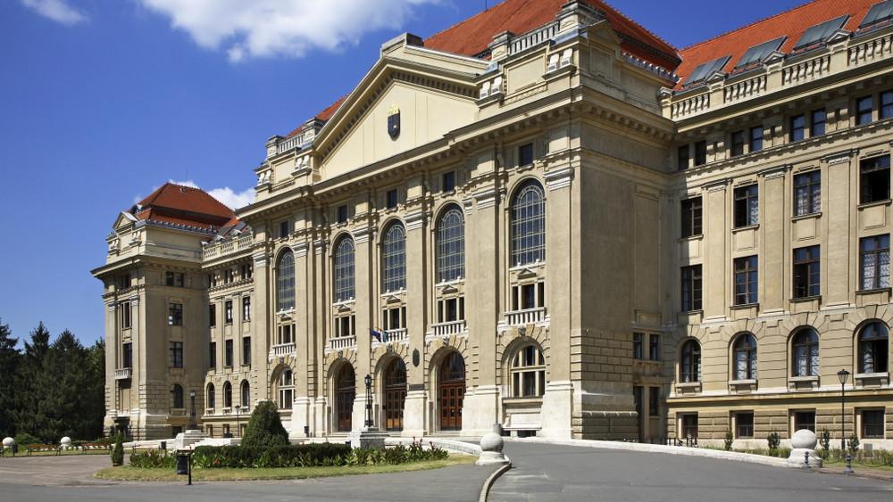 A Debreceni Egyetem első ízben tüntet ki egy kutatót tudományos díjával