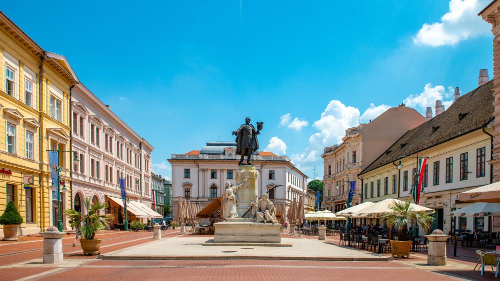 8 ország kreatív fiatalokból álló csapata mutatja be ötleteit Szegeden