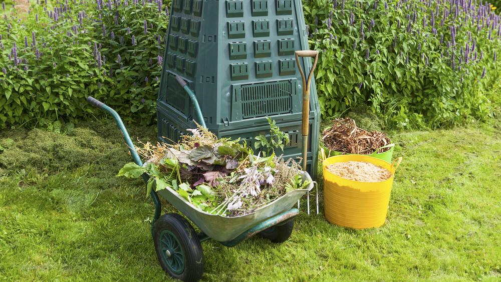 Tavaszi nagytakarítás a kertben is! Mutatjuk, mit kezdj a kerti hulladékkal