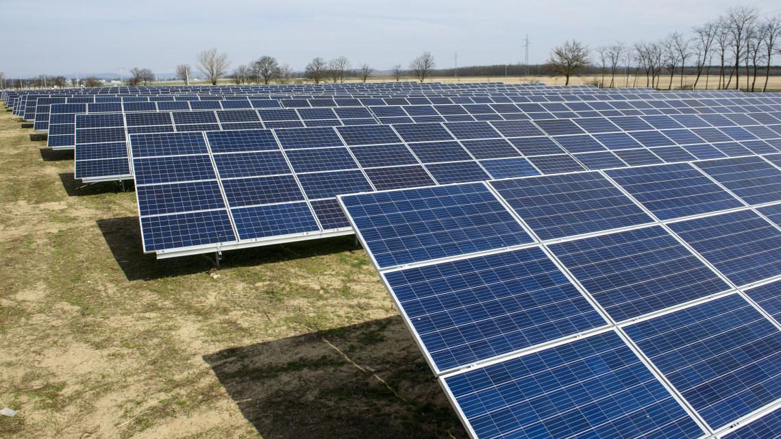 Gigaberuházás Nógrád megyében: napelemparkot adtak át