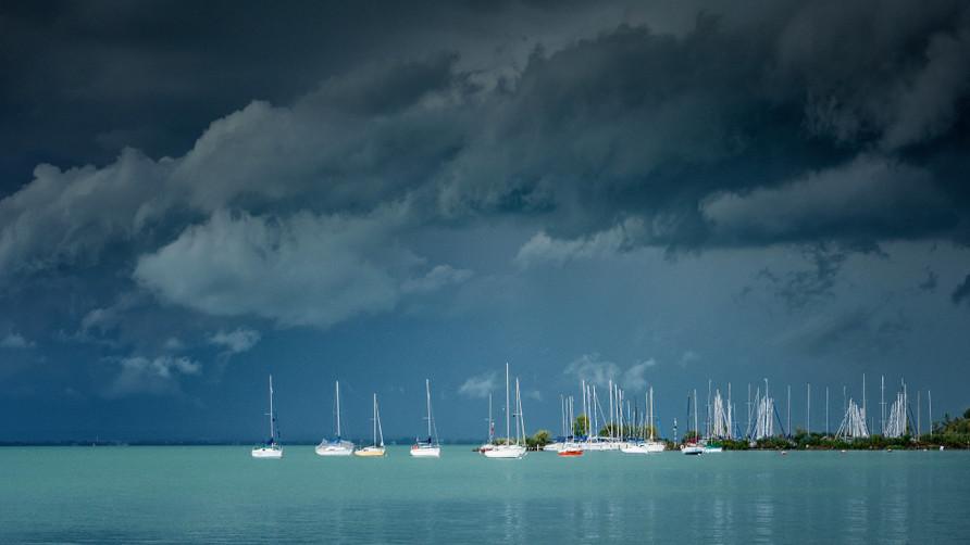 Kezdődik a szezon: felkészültek a viharokra az ország legnagyobb tavainál