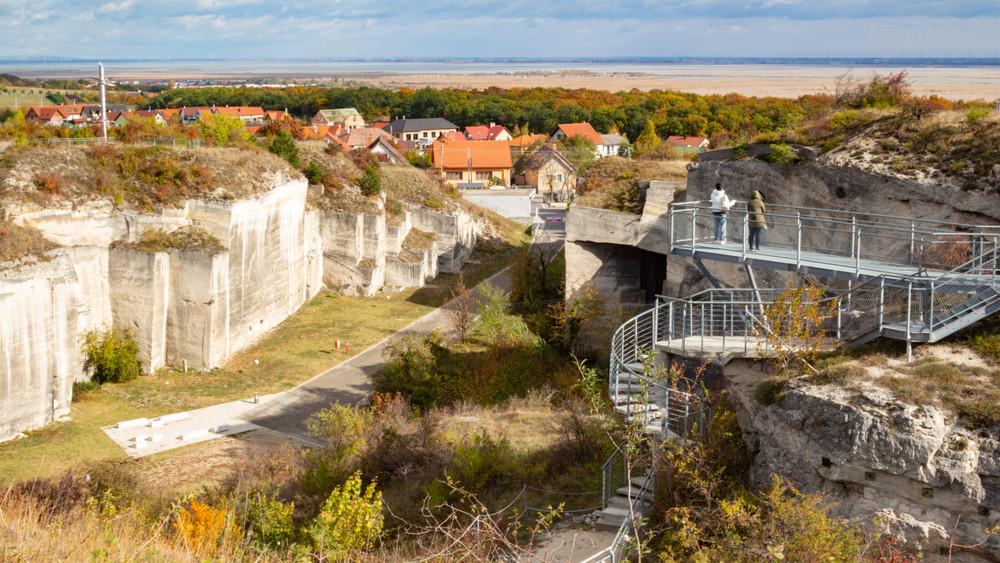 Nagy durranásra készül a Fertőrákosi Barlangszínház: itt az éves program