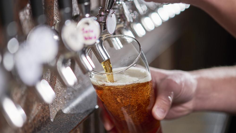 Három díjat is bezsebelt egy magyar sör: nemzetközi elismerésben részesült