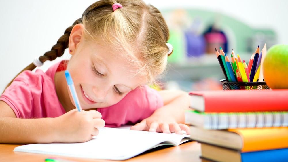 Elérkezett az általános iskolai beiratkozás ideje: mutatjuk mit ne felejts otthon!