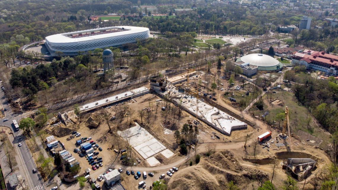 Ilyen luxusstrand épül Debrecenben: óriásvízesésre is futja 8,5 milliárdból + fotók