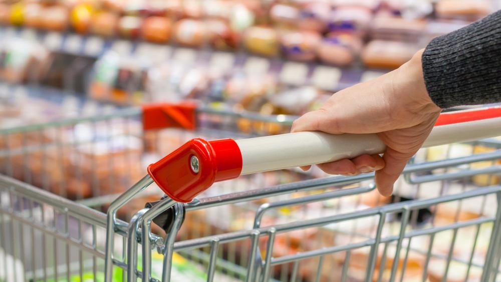 Rohamosan drágulnak az élelmiszerek: így reagál az agrártárca