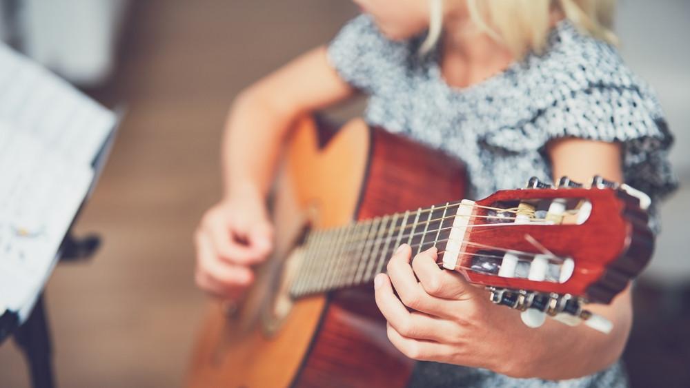 Gyógyító dallamok: onkológiai osztályra cserélte a színpadot a megasztáros