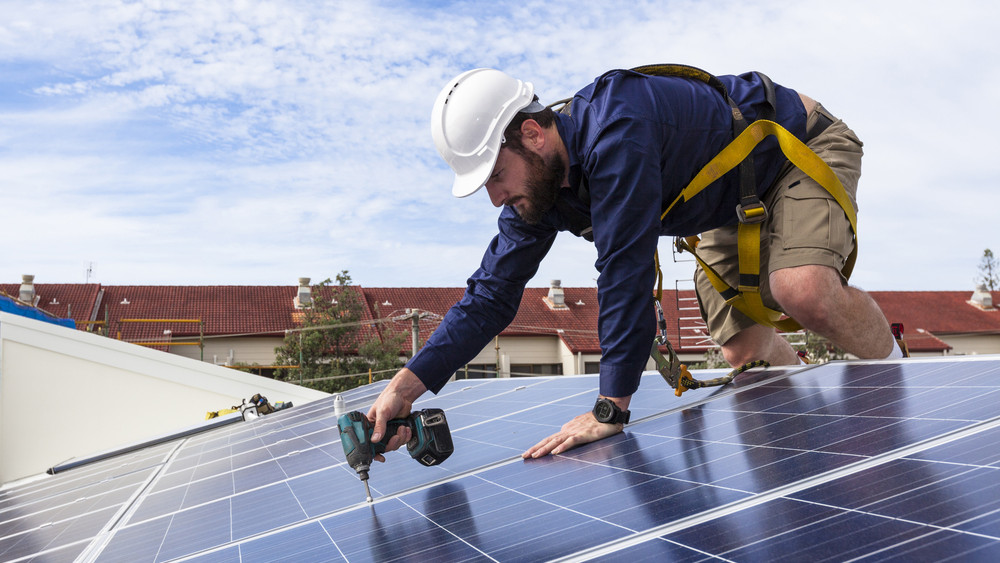 Milliárdos beruházás Környén: közel húszezer napelemmel gazdagodik a település