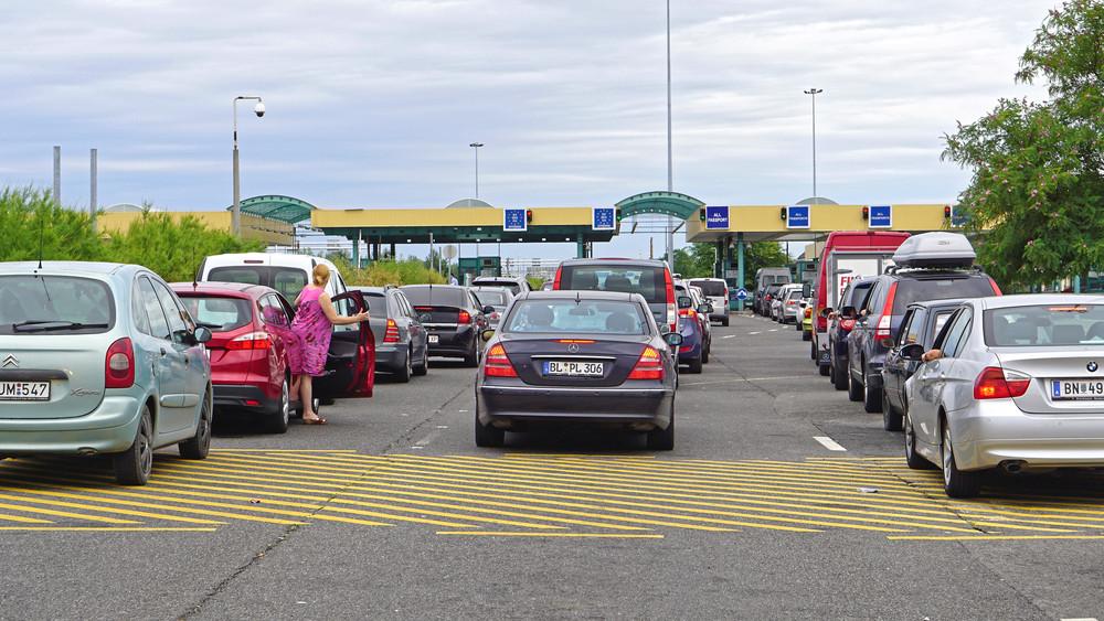 Leállás a magyar határon: zárva a sorompó, nem engedik az autósokat