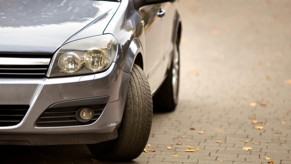 Jó hírt kaptak a magyar autósok: nem emelkednek a kötelező díjak