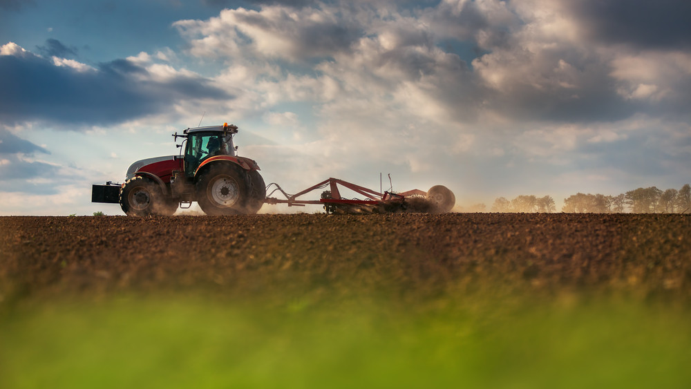 Bővül a hazai traktorflotta: új gépekkel hasíthatnak a magyar gazdák