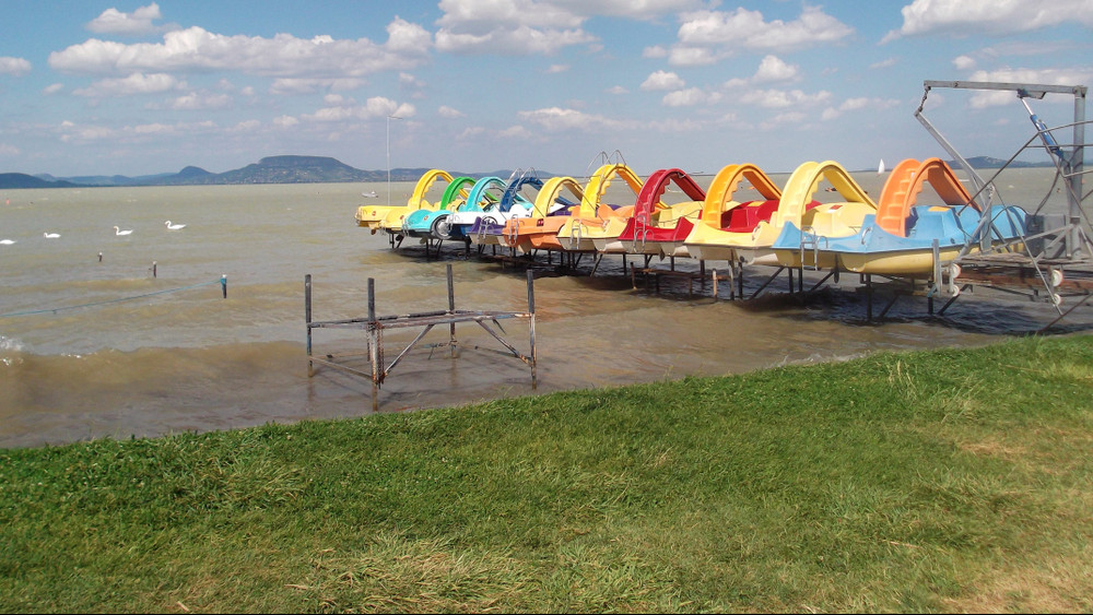 Mindenki nyugodjon meg: okkal barna a Balaton vize!