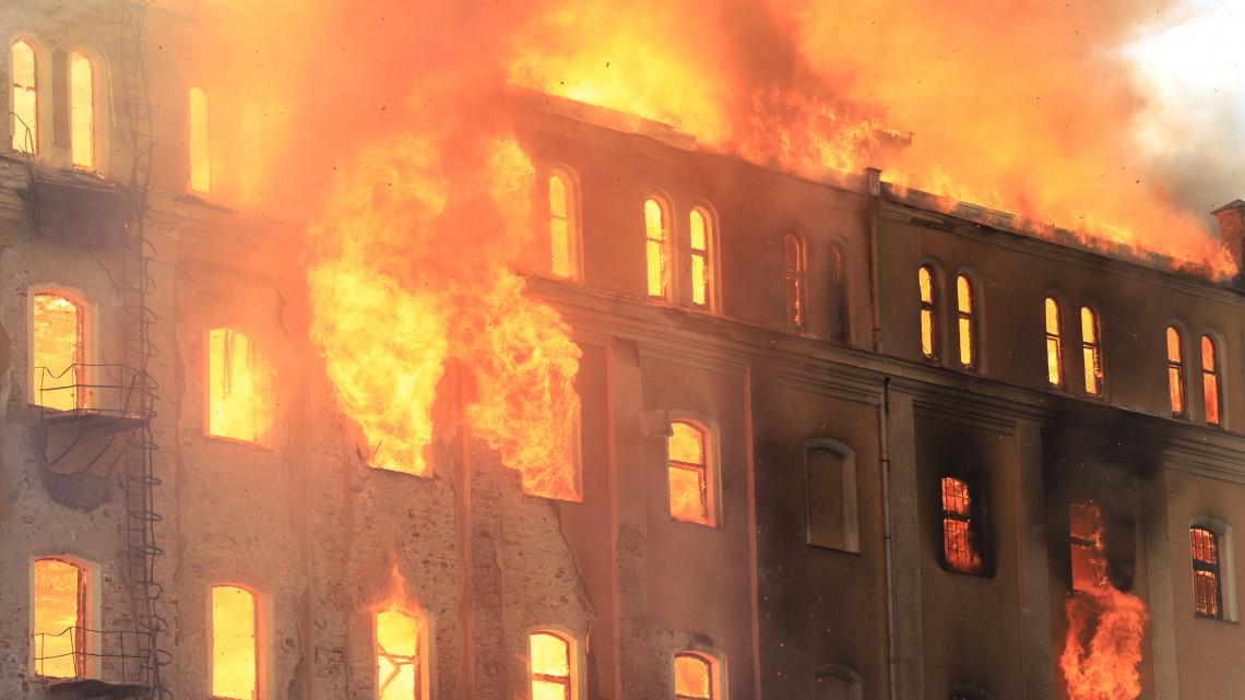 Drámai képek: lángokban a békéscsabai malom