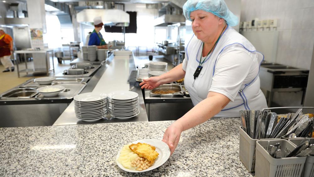Rovarlárvát találtak az iskolai menzás levesben: nincs meg a felelős