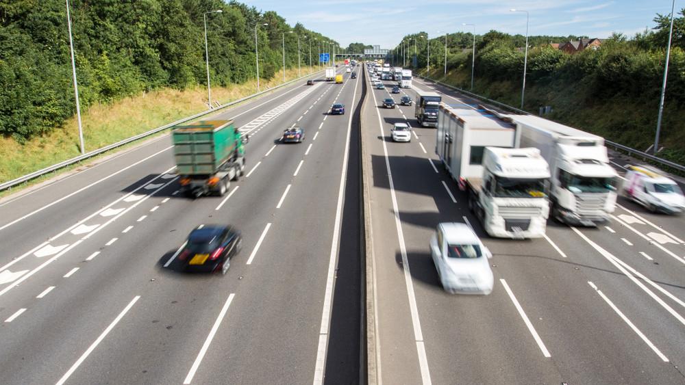 Autósok, vigyázat: mától már él a forgalomkorlátozás az M1-es egyik szakaszán!